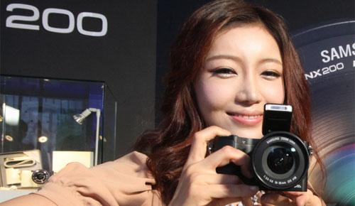Samsung NX200 Compact System Camera IFA 2011 Elegant Black Sexy Teen Korean Model Flash Dandy Gadget Digital Cameras Hot teen model gets it hardcore
