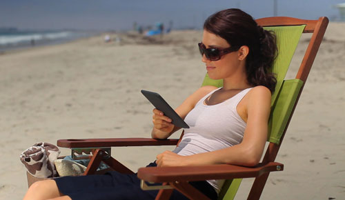 Amazon_Kindle_2_Ebook_Reader_Sexy_Teen_Model_Beach_Dandy_Gadget_Portable_Media