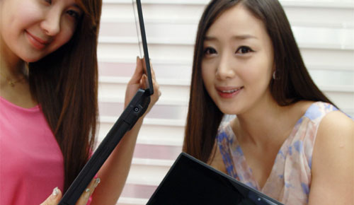 LG_P430_P530_Blade_Series_Laptop_Sexy_Mighty_Blue_Titan_Black_Sensual_Duo_Teen_Korean_Models_Side_Body_Computers_Gadgets