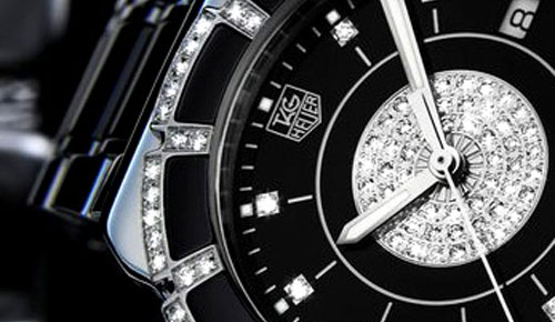 I love this watch. It's too perfect in my view. Tag Heuer knows well how to combine black ceramic, stainless steel, and diamonds into Formula I Steel & Ceramic Peeve watch. It shows clearly the luxurious of diamonds and the elegant of stainless steel by contrast of the black background […]