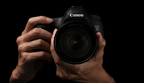 Canon_EOS_5D_Mark_III_DSLR_Camera_Premium_Black_Front_Center_Cute_Male_Model_Dandy_Gadget_Digital_Cameras