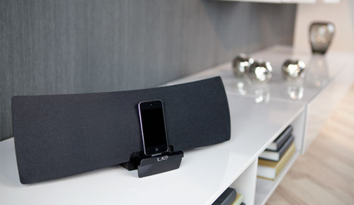 Logitech_UE_Air_Speaker_Elegant_Black_Cool_in_Living_Room_Dandy_Gadget_Speakers