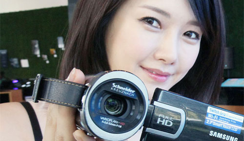 Samsung_HMX_QF20_Full_HD_Camcorder_Elegant_Black_Sexy_Teen_Korean_Model_Good_Eyes_Dandy_Gadget_Digital_Cameras