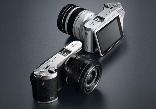 Samsung-NX300-mirrorless-camera-elegant-black-front-left-rear-sexy-duo-dandy-gadget-digital-cameras