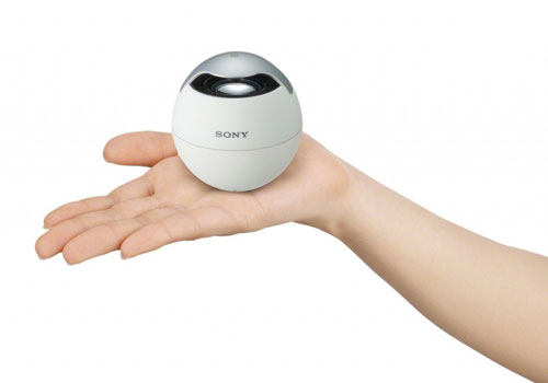 Sony-SRS-BTV5-wireless-speaker-natural-white-sexy-teen-model-hand-dandy-gadget-speakers