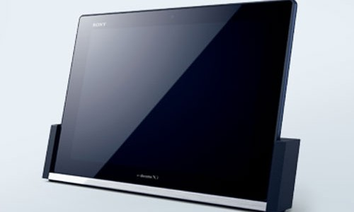 The Xperia Z family has extended their wings. After two Xperia Z smartphone, Z and ZL, have received a warm welcome from the visitors of CES 2013, now Sony will also launch their big version in tablet form, Xperia Tablet Z. Like you guessed, this upcoming tablet is coming with […]