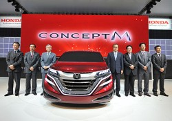 Honda is displaying a new MPV concept, Concept M, at Shanghai Auto 2013. There is no detail data about this new car. Looking on its images, this new MPV is so cool with small eyes on tough front appearance, right? Although there is only a little piece of data about […]