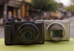 Coming with 4.4(W) x 2.6(H) x 1.2(D) inch and 9.6 oz, this new Sony's compact camera, DSC-HX50V, has broken the record of the world's smallest and lightest pocket camera with superzoom ability, 30x optical zoom. Although, it's small in size, you should not doubt its capability. The superzoom ability of […]